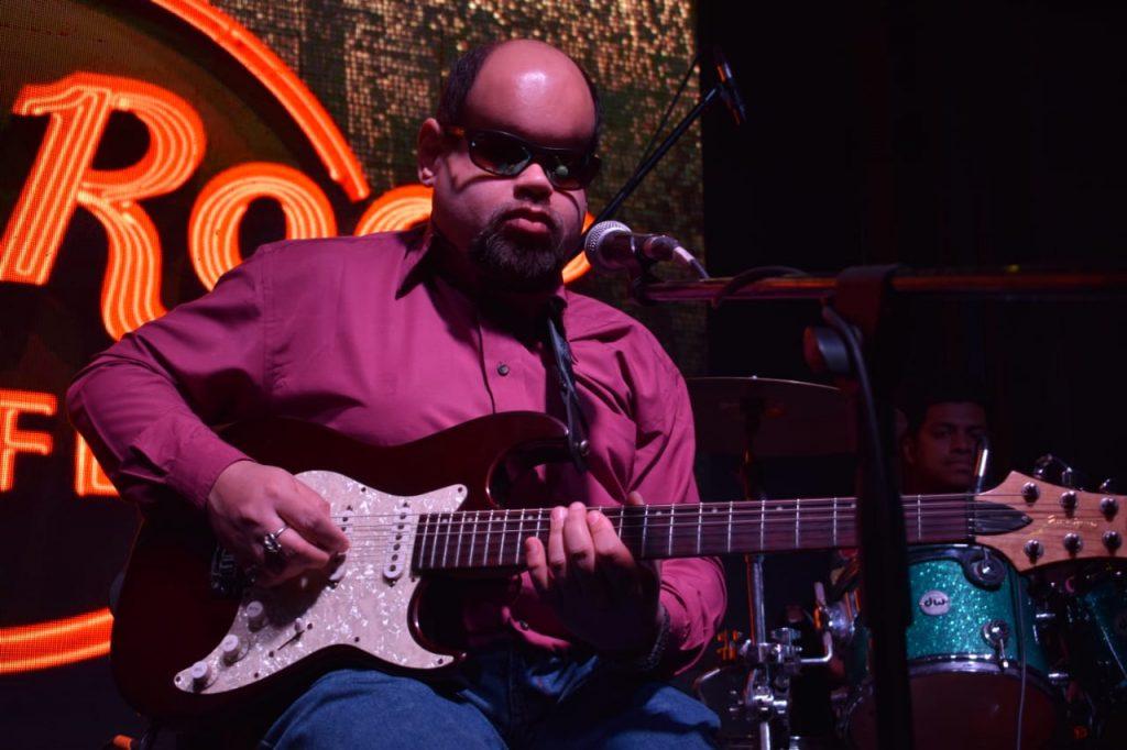 Guy-My Pic At Hard Rock Cafe